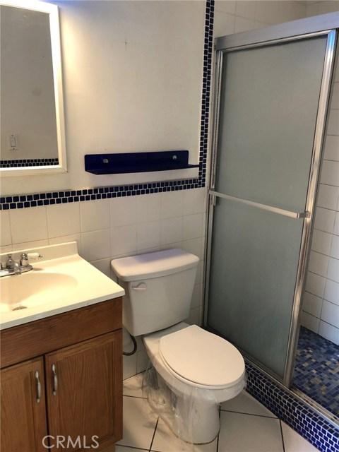 7800 Geyser Avenue, Reseda CA: http://media.crmls.org/mediascn/d80ebbd9-d6b6-4857-b399-0e5478468ad0.jpg