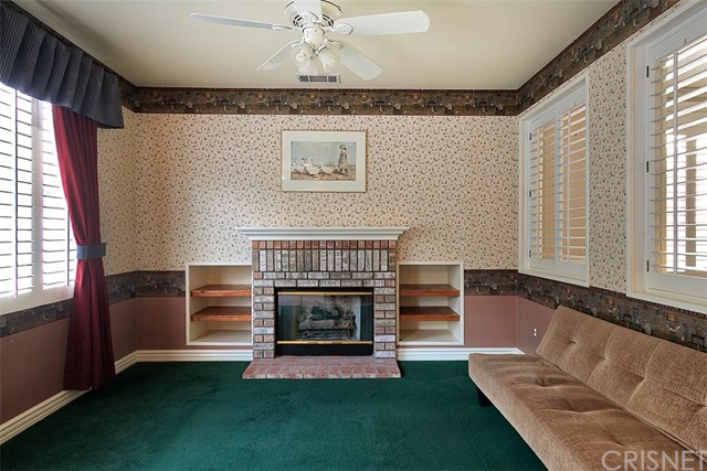 26061 Salinger Lane, Stevenson Ranch CA: http://media.crmls.org/mediascn/d823f546-8ce2-4cd9-9040-a2ad74748143.jpg