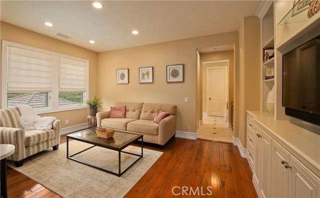 1495 Cheviot Hills Court, Westlake Village CA: http://media.crmls.org/mediascn/d8d73921-6faf-4a4b-8c3a-0c06ac9cef1f.jpg