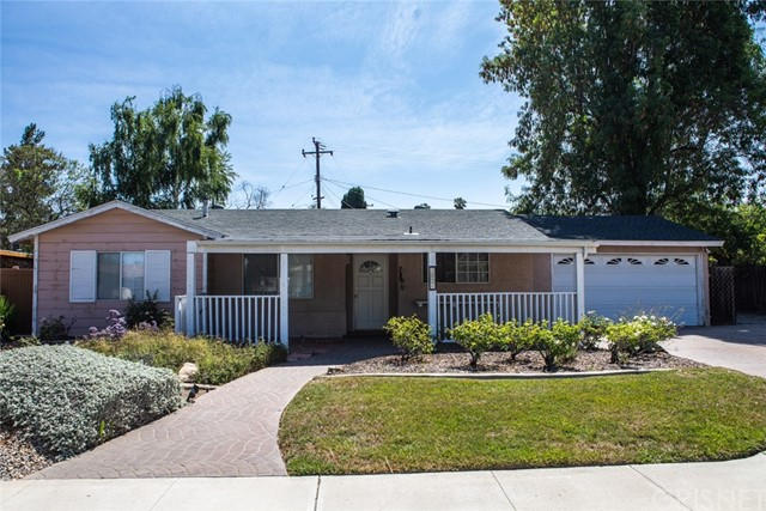 2526 Avenida De Las Plantas, Thousand Oaks CA: http://media.crmls.org/mediascn/d8dde606-b44c-4bc6-8523-b47e9820f47f.jpg