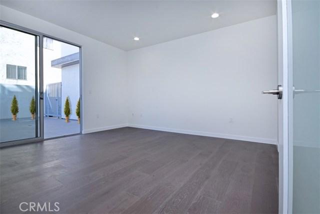 12045 Guerin Street, Studio City CA: http://media.crmls.org/mediascn/d9204cd6-e682-4f76-9648-47ede99929a8.jpg
