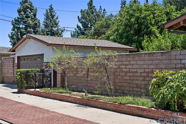 10624 Gaviota Avenue, Granada Hills CA: http://media.crmls.org/mediascn/d96c90b2-75d7-429e-a0cc-b2b4197e76f4.jpg