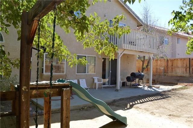 3139 Wellington Drive, Palmdale CA: http://media.crmls.org/mediascn/d978908f-4ddf-48ef-820d-d6218d4d29f2.jpg