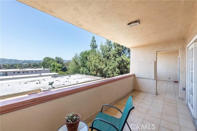 12500 Huston Street, Valley Village CA: http://media.crmls.org/mediascn/da31a887-fe94-4c84-8710-800396d893de.jpg