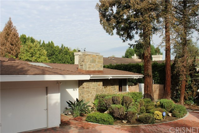 16258 Bertella Drive, Encino CA: http://media.crmls.org/mediascn/da99b1c9-34f9-4508-9d0d-ec946531f11e.jpg