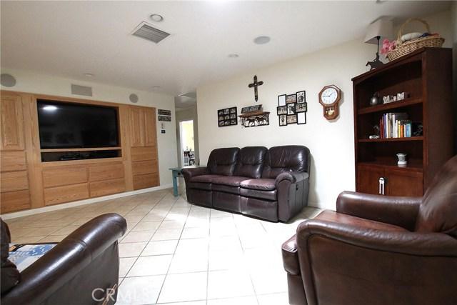 8324 W Avenue C12, Lancaster CA: http://media.crmls.org/mediascn/daa459c7-4d4a-4140-83ae-e32bff41f602.jpg