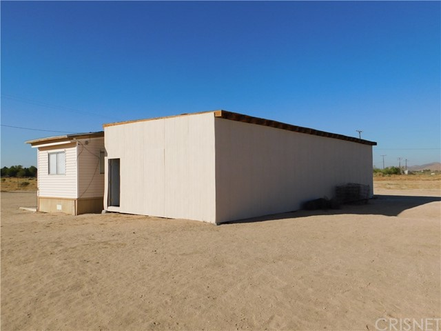 Additional photo for property listing at 1665 E Balboa Avenue  Mojave, California 93501 United States