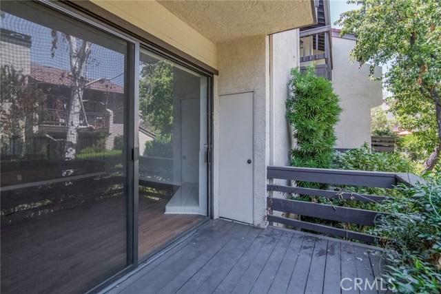 5711 Owensmouth Avenue, Woodland Hills CA: http://media.crmls.org/mediascn/dae25459-1fff-4e0c-ad0b-e138eefe9f23.jpg
