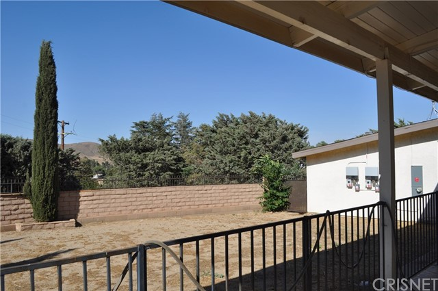 39753 87th W Street, Leona Valley CA: http://media.crmls.org/mediascn/db187915-7061-42d7-b873-6a6899434c08.jpg