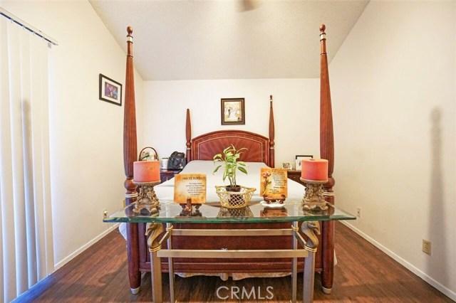 5139 Sunburst Drive, Palmdale CA: http://media.crmls.org/mediascn/db49b5b9-b06f-4dd0-a8df-83b69f53191e.jpg
