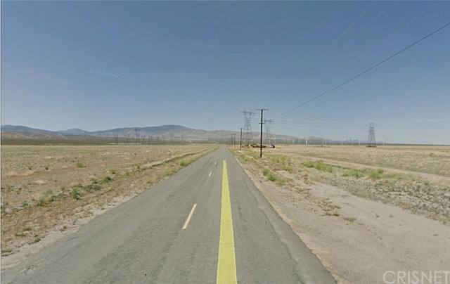 19000 W Patterson Road, Rosamond CA: http://media.crmls.org/mediascn/db8efc0a-0b95-4dc3-b27c-b12ac9b34340.jpg