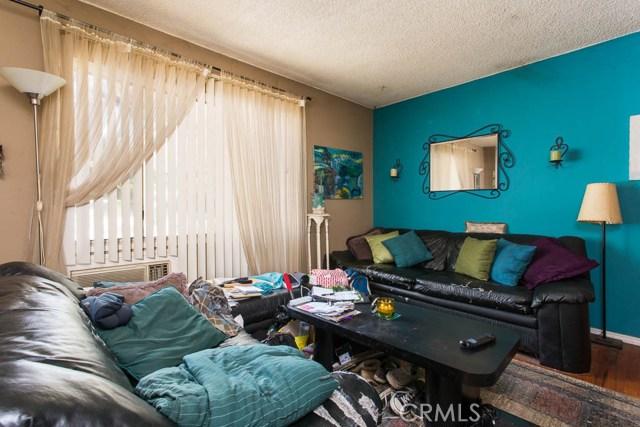 5228 Tilden Avenue, Sherman Oaks CA: http://media.crmls.org/mediascn/dba24fe7-0cd6-4d01-9615-976c719d334a.jpg