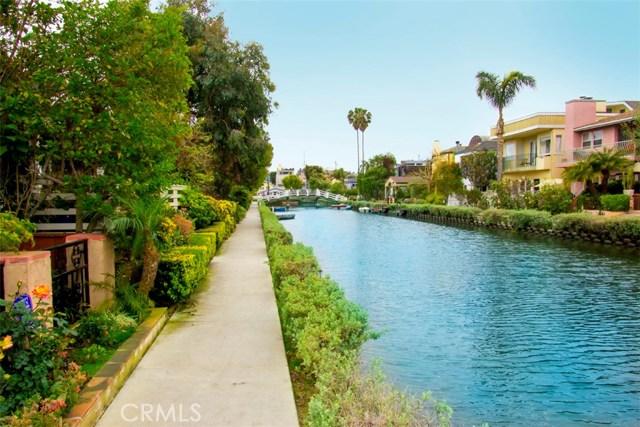 214 Sherman Canal, Venice CA: http://media.crmls.org/mediascn/dbf2c8ea-755d-4580-ac08-bf2f366cca26.jpg
