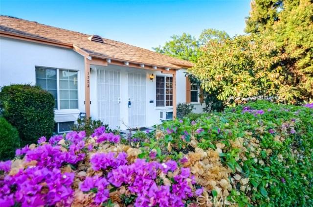 1721 Peyton Avenue, Burbank CA: http://media.crmls.org/mediascn/dc3361f4-1d99-4b78-af98-45729a5253b0.jpg