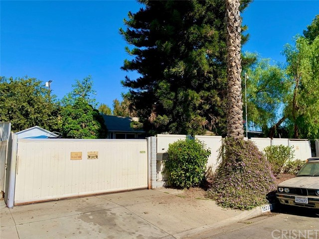 Detail Gallery Image 1 of 6 For 15235 Runnymede St, Van Nuys,  CA 91405 - 2 Beds | 1 Baths