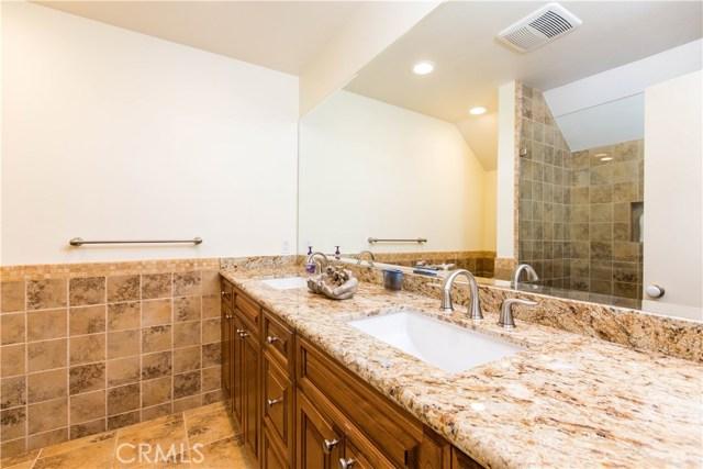 4486 Winnetka Avenue, Woodland Hills CA: http://media.crmls.org/mediascn/dcb1bc8f-5290-4f55-9edf-42e7da3f4d60.jpg