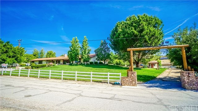 Casa Unifamiliar por un Venta en 30249 Hawkset Street Castaic, California 91384 Estados Unidos
