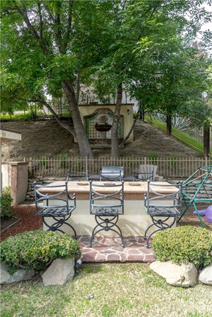 17219 Warrington Drive, Granada Hills CA: http://media.crmls.org/mediascn/dcf1ec9a-86fb-4b38-85b7-5371cab55034.jpg