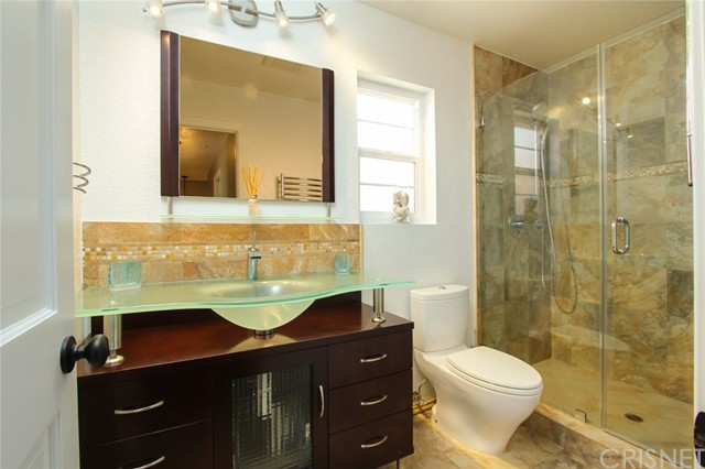 9319 Rowell Avenue, Chatsworth CA: http://media.crmls.org/mediascn/dcfec964-2ee4-4d7b-89bf-5d10b68062b3.jpg