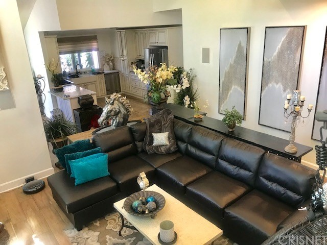 381 Maidstone Lane, Thousand Oaks CA: http://media.crmls.org/mediascn/dd0a8990-6708-4594-966d-789fa5113610.jpg