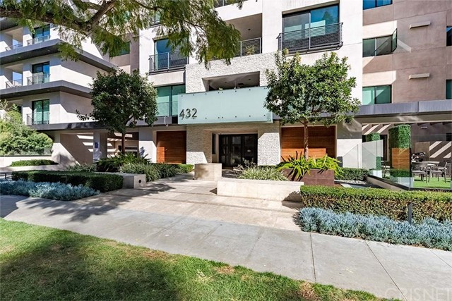 Detail Gallery Image 1 of 39 For 432 N Oakhurst Dr #405,  Beverly Hills,  CA 90210 - 3 Beds | 4 Baths