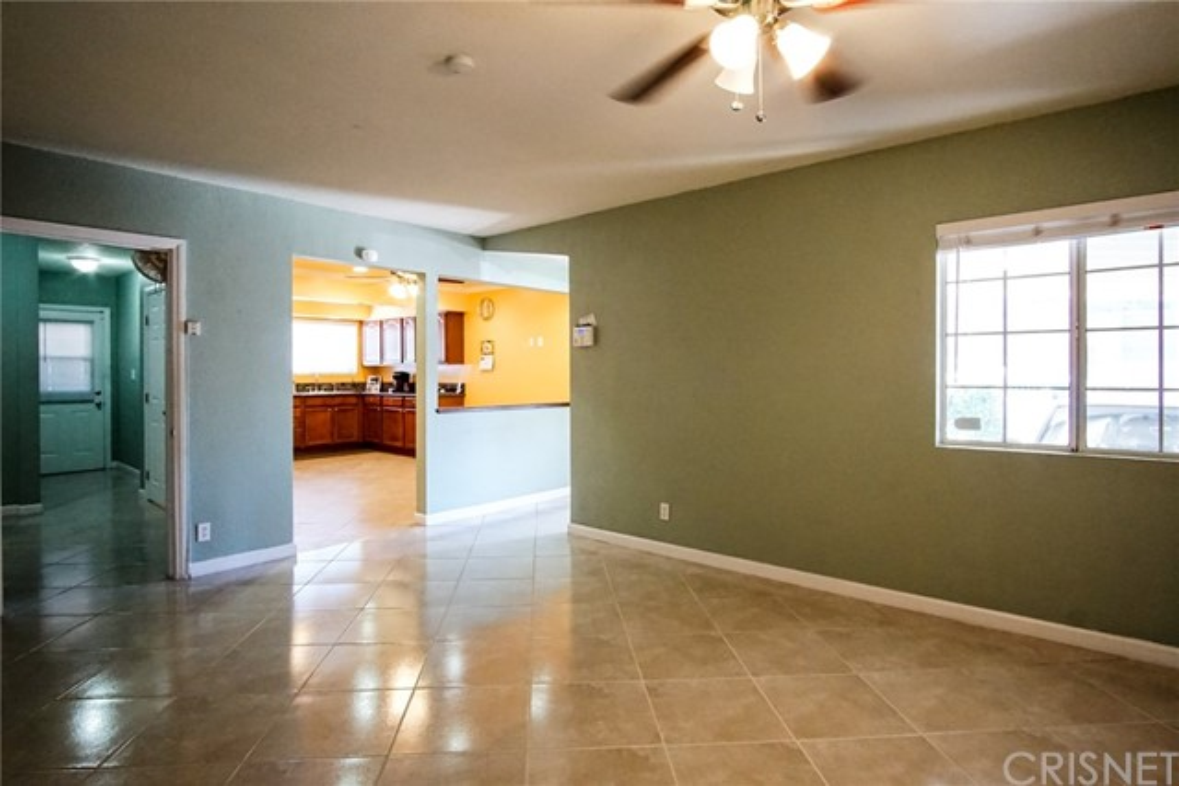 13059 Dronfield Avenue, Sylmar CA: http://media.crmls.org/mediascn/dd33af40-6e39-4610-9908-2c5762b3c493.jpg