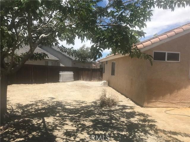 37714 Avenida De Diego, Palmdale CA: http://media.crmls.org/mediascn/ddcc39b4-8d56-4443-b73d-b40e0574c6eb.jpg