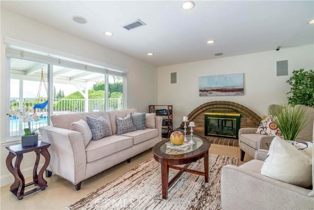 11636 Amigo Avenue, Porter Ranch CA: http://media.crmls.org/mediascn/ddd29984-6d98-4280-8750-f781424479b5.jpg