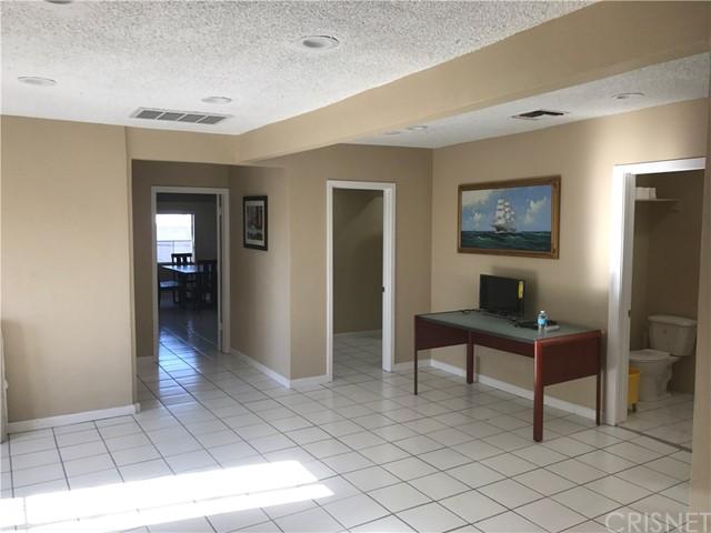 Condominium for Rent at 14519 Victory Boulevard Van Nuys, California 91411 United States