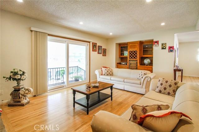 17234 Flanders Street, Granada Hills CA: http://media.crmls.org/mediascn/ddfb4ced-7898-433d-81a8-c4235c0870cf.jpg