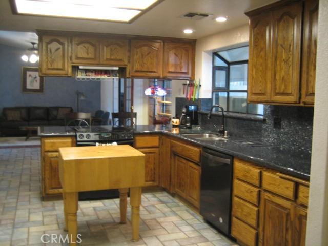 301 72nd W Street, Rosamond CA: http://media.crmls.org/mediascn/de17137c-cba3-4904-aba6-b49f2d853d0a.jpg