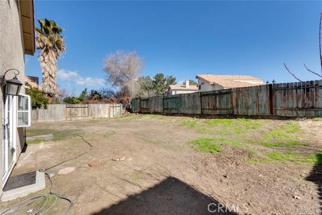 44222 Lively Avenue, Lancaster CA: http://media.crmls.org/mediascn/de42181f-44b3-4b6d-afb8-c89f5d9bef30.jpg