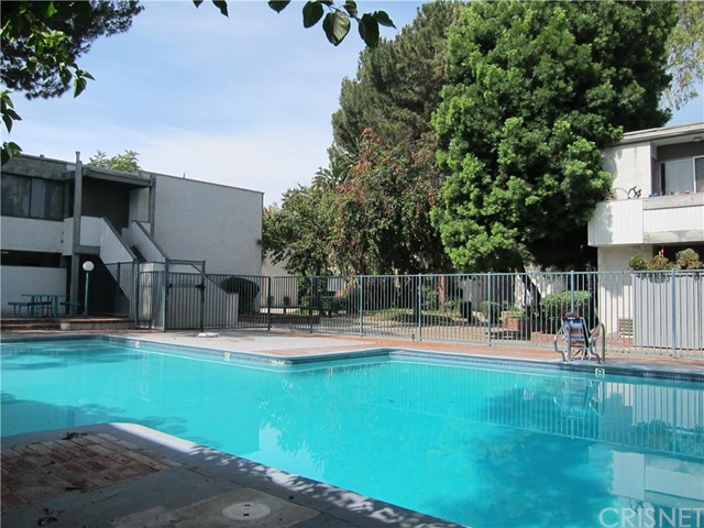 Additional photo for property listing at 18620 Hatteras Street Unit 127 18620  Hatteras Street Tarzana, California 91356 United States