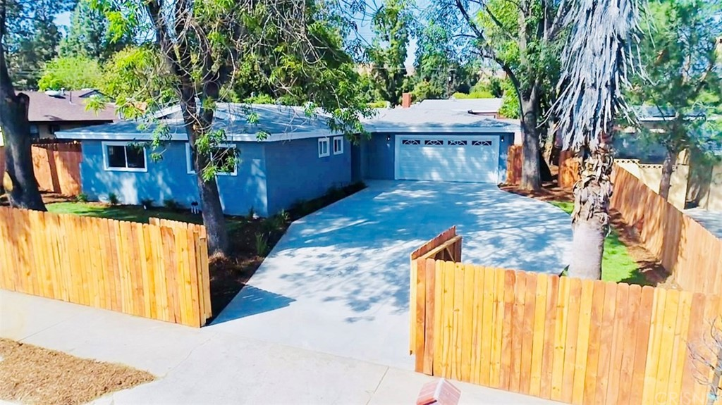 Property for sale at 11444 Gladstone Avenue, Lakeview Terrace,  CA 91342