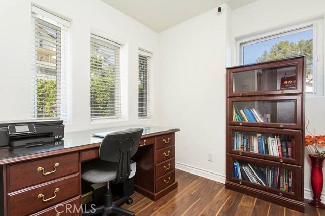 4964 Medina Road, Woodland Hills CA: http://media.crmls.org/mediascn/dea41e88-fa27-4dc0-9cc3-c2267e5e6b6c.jpg