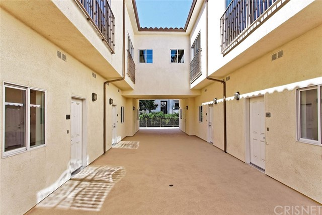 14735 Friar Street, Van Nuys CA: http://media.crmls.org/mediascn/deb11857-1a54-4f91-b3ce-a349fe2b7777.jpg