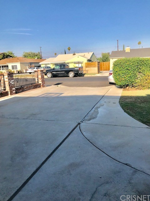 6857 Quakertown Avenue, Winnetka CA: http://media.crmls.org/mediascn/deb7ecd9-918c-4c07-bba4-ec39934d6684.jpg