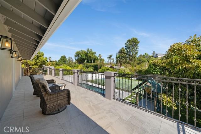 6140 Fenwood Avenue, Woodland Hills CA: http://media.crmls.org/mediascn/dede691f-305f-467e-936d-f2e47a74f297.jpg