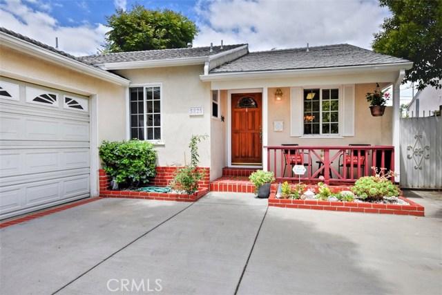 5825 Lemona Avenue, Sherman Oaks CA: http://media.crmls.org/mediascn/dee6429f-02f1-4ffa-811b-e747655a0c17.jpg