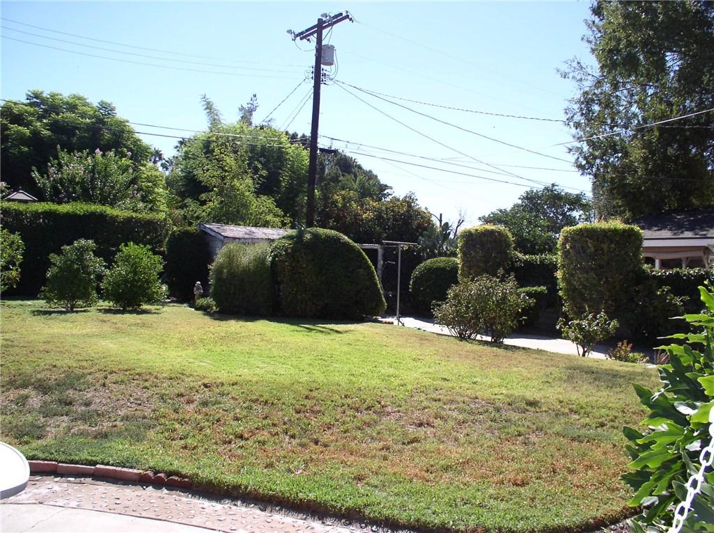 8632 Lubao Avenue, Winnetka CA: http://media.crmls.org/mediascn/def6adaf-b092-40d5-9901-13daaae27407.jpg