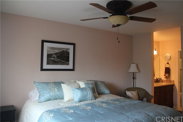 27631 Nugget Drive, Canyon Country CA: http://media.crmls.org/mediascn/def88e32-5bcd-4786-bbba-f877595f8654.jpg