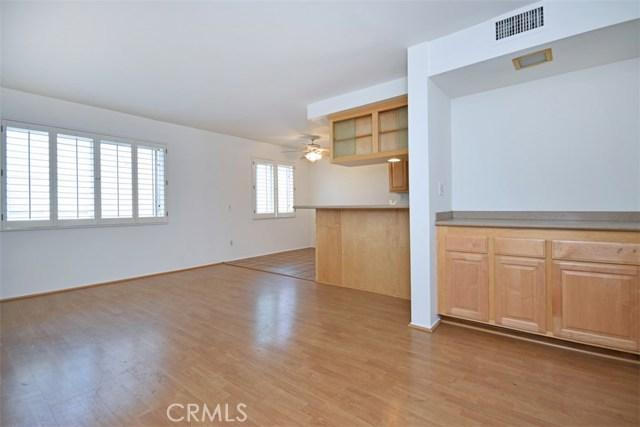 6221 1/2 Nita Avenue, Woodland Hills CA: http://media.crmls.org/mediascn/df11a765-5774-4a66-b3f2-a630d9015554.jpg