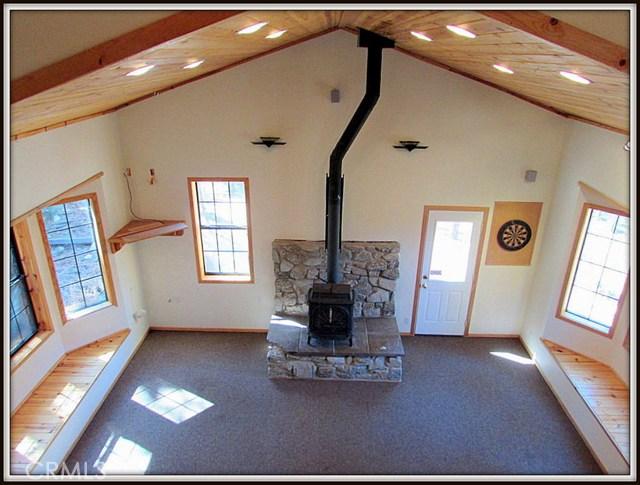 2117 Cypress Way, Pine Mtn Club CA: http://media.crmls.org/mediascn/df28fbfc-887b-455a-9f5f-fd307ff387fa.jpg