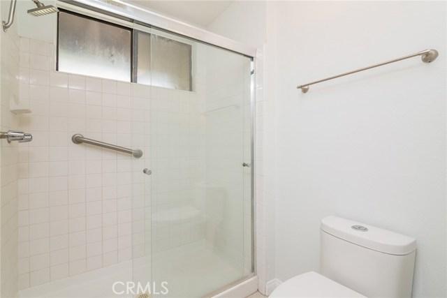 5711 Owensmouth Avenue, Woodland Hills CA: http://media.crmls.org/mediascn/df2d0c1f-f3ae-4067-8a83-e519792f4a32.jpg