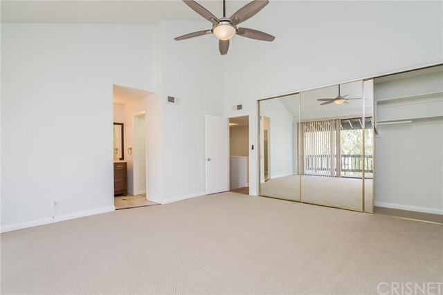 5711 Owensmouth Avenue, Woodland Hills CA: http://media.crmls.org/mediascn/df49a594-9ee7-4b6d-ba82-53b31d43dbf8.jpg
