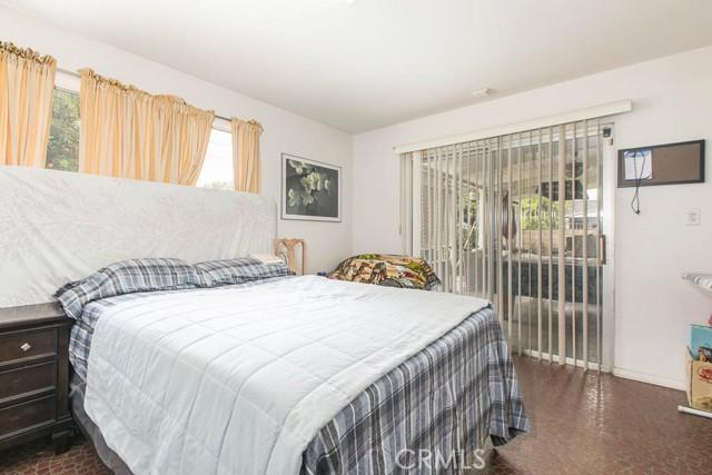 17622 Cohasset Street, Lake Balboa CA: http://media.crmls.org/mediascn/df4c6670-7e59-4afa-b75f-4f98d3f4a540.jpg