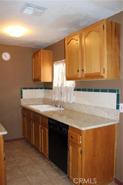 10502 White Oak Avenue, Granada Hills CA: http://media.crmls.org/mediascn/df9d7cc7-8ecc-4874-b339-d00e577635e2.jpg