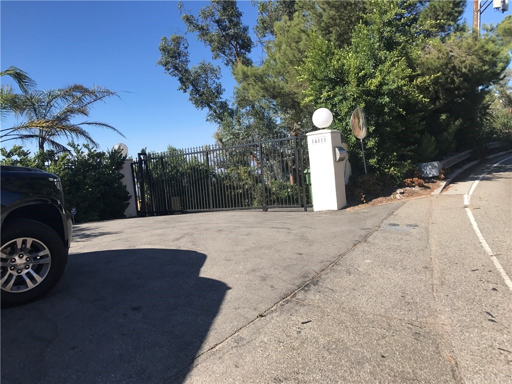 Property for sale at 14815 Mulholland Drive, Los Angeles,  CA 90077