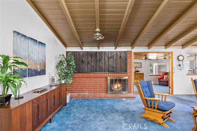 10624 Gaviota Avenue, Granada Hills CA: http://media.crmls.org/mediascn/dfd3352c-ef2e-4eec-bdae-78cf90618ff6.jpg