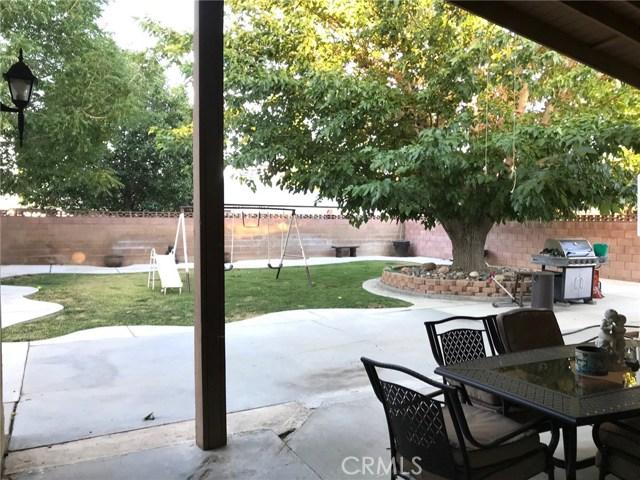 44116 Galion Avenue, Lancaster CA: http://media.crmls.org/mediascn/dfdf6a82-46e8-4823-8f98-0465df69f416.jpg